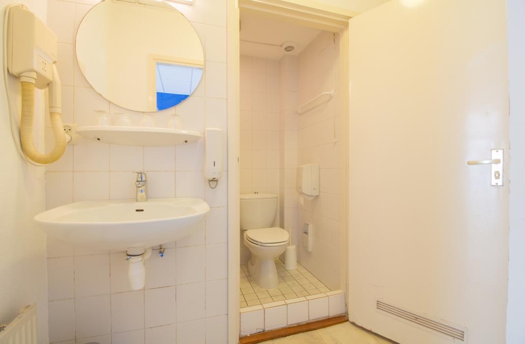 Hotel Mimosa - Familiekamer - badkamer