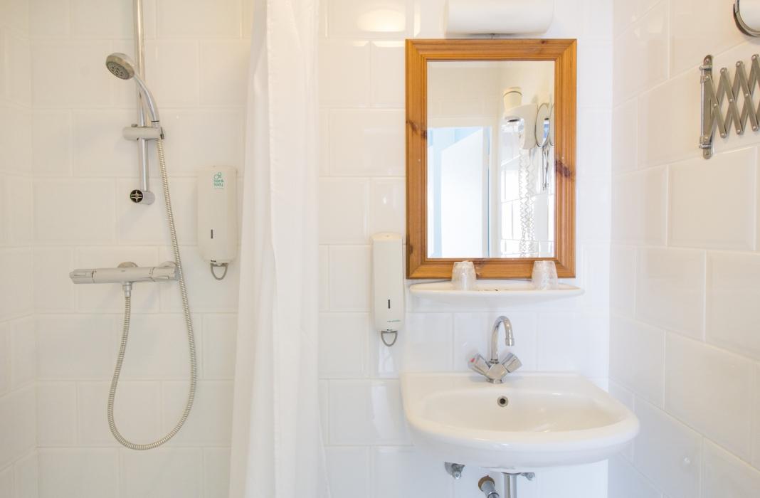 Hotel Mimosa - Standaardkamer - badkamer