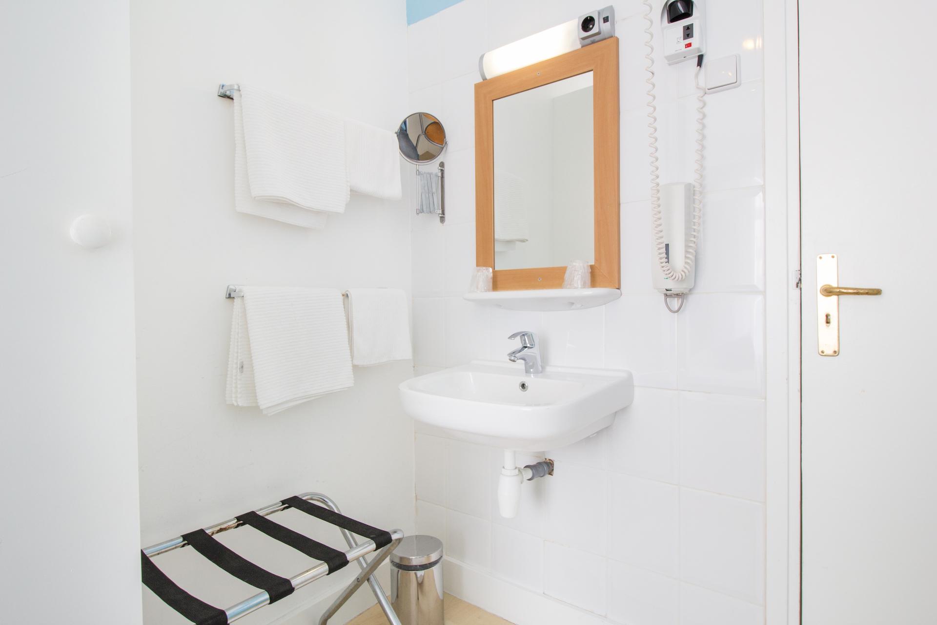 Kamers hotel mimosa - Kamer klein bad ...